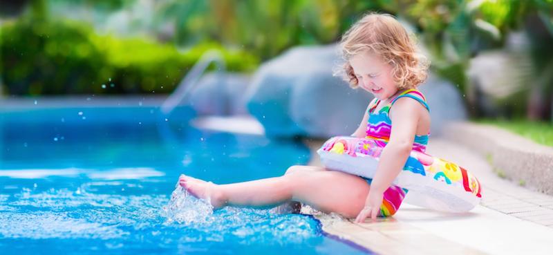meisje-in-zwembad