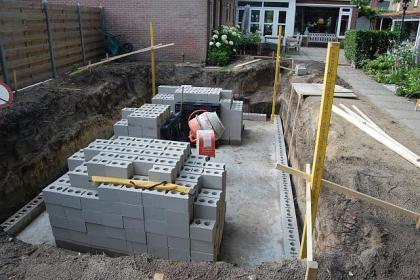 Stappenplan voor zelfbouw zwembad for Zelf zwembad bouwen betonblokken