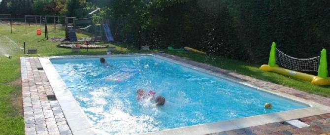 Zwembad in lommel belgi door particulier gebouwd for Zwembad belgie