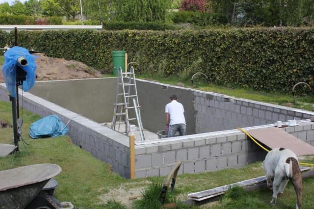 Zwembad met betonstenen fase 1 bouw zelf je zwembad for Inbouw zwembad zelf bouwen