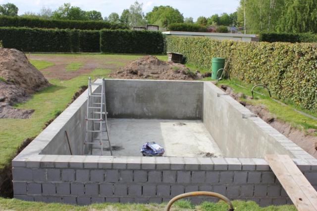 Zwembad met betonstenen fase 1 bouw zelf je zwembad - Fotos van zwembaden ...