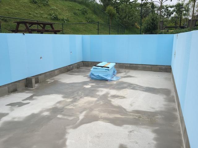 Plaatsing van folie in zandkleur bouw zelf je zwembad - Muur zwembad ...
