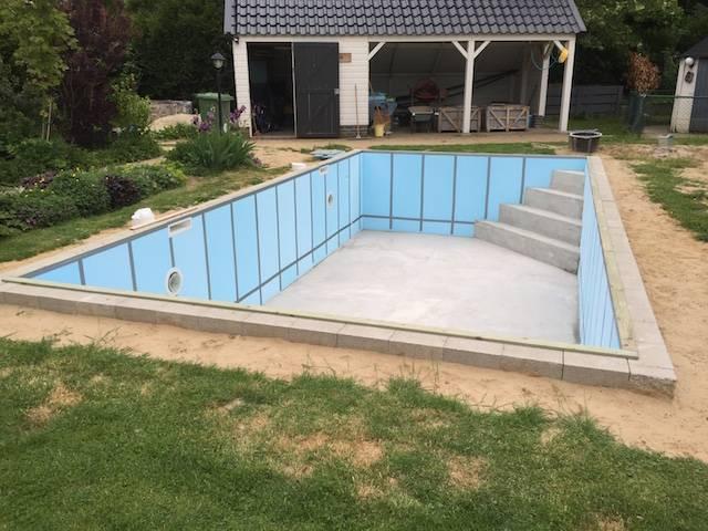 Plaatsing van folie in zandkleur bouw zelf je zwembad for Bouw zelf je zwembad