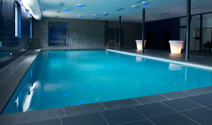 Wat komt er meer kijken bij een binnenzwembad bouw zelf for Binnenzwembad bouwen