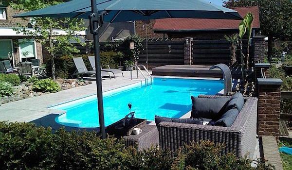 topmodel-zwembad