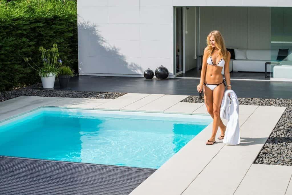 lamellenafdekking voor een zwembad