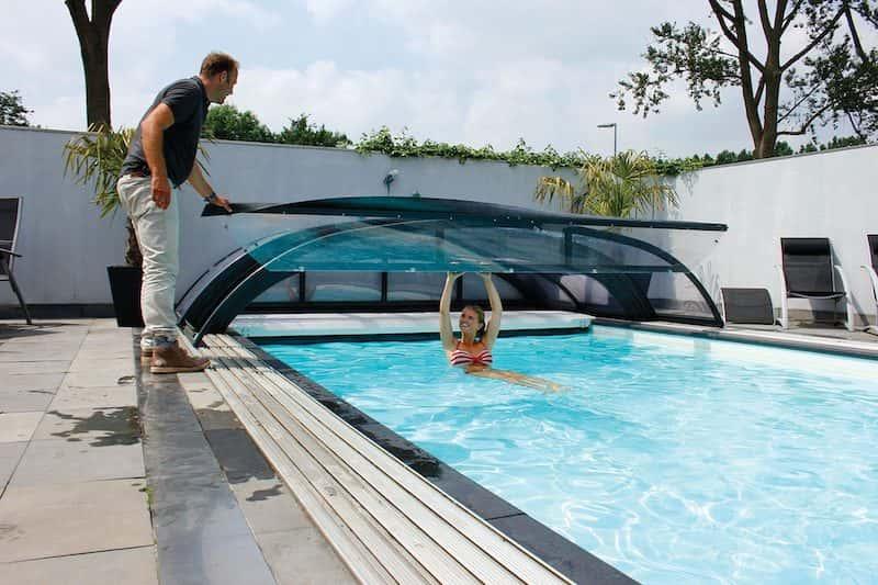 opklapbare-voorzijde-overkapping-zwembad